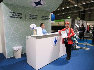 Vierailemassa yhdistyksemme, Suomen Kosmetologien Yhdistyksen, osastolla Kosmetologipäivillä Messukeskuksessa Helsingissä lokakuussa 2016